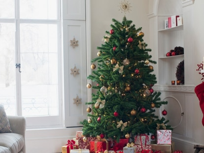 Multitud de modelos de árboles de Navidad para decorar la casa a precios muy asequibles. GETTY IMAGES.