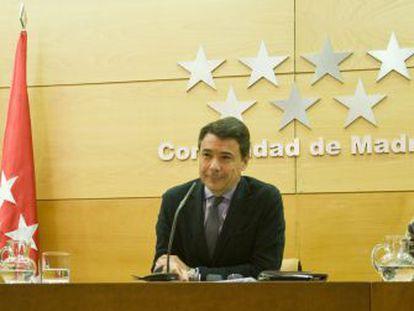 Salvador Victoria, Ignacio González y Lucía Figar, en la rueda de prensa tras el Consejo de Gobierno.