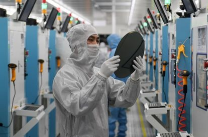 Worker of the Chinese company GalaxyCore.