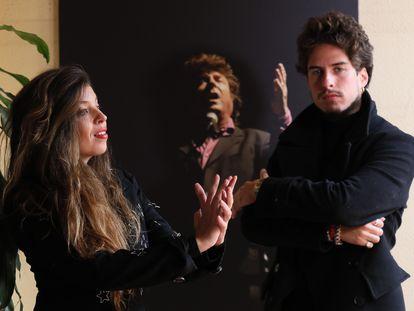 Soleá y Kiki Morente, en Casa Patas, delante de una fotografía de su padre, el 30 de noviembre.