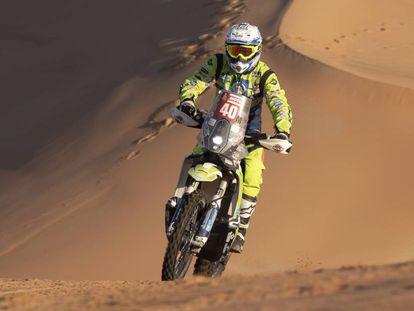 Edwin Straver, durante una etapa en el rally Dakar, en el que sufrió un accidente que le ha costado la vida.