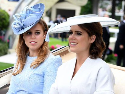 Las princesas Beatriz (izquierda) y Eugenia en las carreras de Ascot, el 19 de junio de 2018