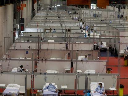 Pacientes en las camas del pabellón 9 del hospital de campaña de Ifema, en Madrid.