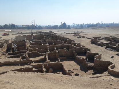 Vistas de la ciudad fundada por Amenhotep III.  Imágenes facilitadas por el Ministerio de Turismo y Antigüedades de Egipto.