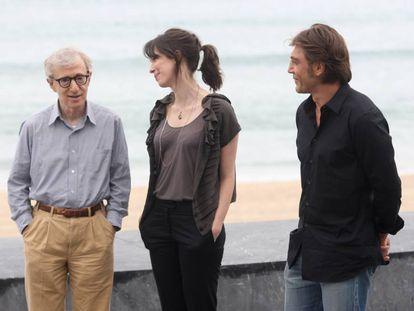 Woody Allen junto a Rebecca Hall y Javier Bardem durante su presencia en el Festival de Cine de San Sebastián de 2008.