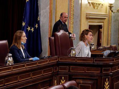 La presidenta del Congreso, Meritxell Batet, y la vicepresidenta segunda, Ana Pastor, la semana pasada en el Congreso.