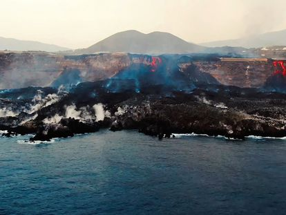 """This image grab taken from a video provided by the Spanish Institute of Oceanography (IEO-CSIC) shows an aerial shot from the oceanographic vessel Ramon Margalef (IEO) of the delta formed on the coast from the lava of the Cumbre Vieja volcano, on the Canary Island of La Palma on October 4, 2021 - Scientists from Institute of Marine Sciences of Andalusia, belonging for the Spanish National Research Council, captured the delta formed by the lava flowing from the Cumbre Vieja volcano on the Spanish island of La Palma. (Photo by Handout / IEO-CSIC (Spanish Institute of Oceanography) / AFP) / RESTRICTED TO EDITORIAL USE - MANDATORY CREDIT """"AFP PHOTO /  HANDOUT / IEO-CSIC (Spanish Institute of Oceanography)"""" - NO MARKETING - NO ADVERTISING CAMPAIGNS - DISTRIBUTED AS A SERVICE TO CLIENTS"""
