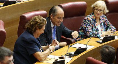 La alcaldesa de Valencia, Rita Barberá, y el expresidente Francisco Camps, en las Cortes valencianas el pasado septiembre.