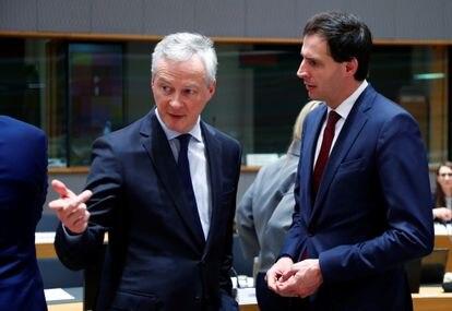El ministro de Finanzas holandés, Wopke Hoekstra, a la derecha, junto al francés Bruno Le Maire.