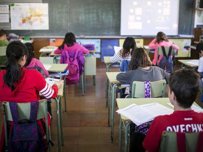Alumnos en un colegio público de Cataluña.