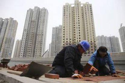 La economía china creció un 7,4 por ciento durante el primer trimestre del año, tres décimas menos que en el último cuarto de 2013, y la cifra más baja durante el último año y medio, según informó hoy la Oficina Nacional de Estadísticas del país (NBS). EFE/Archivo