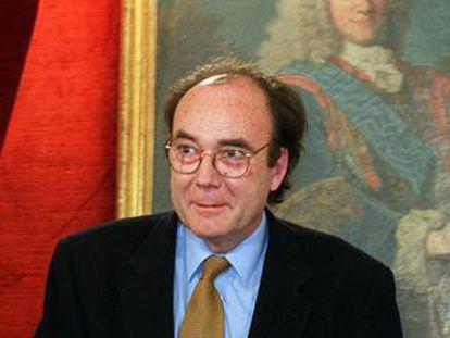 Francisco Calvo Serraller, en la Academia de la Historia en 2001.