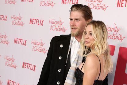 Kaley Cuoco con su marido Karl Cook, en Los Ángeles (EE UU), en marzo de 2018.