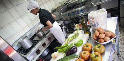 """Cocina tradicional en el restaurante """"La charca verde"""" (Madrid)"""