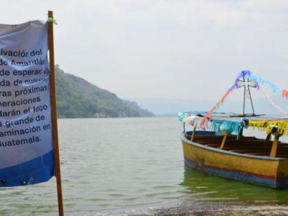 El contaminado lago Amatitlán en Guatemala.