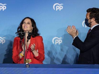 La presidenta de la Comunidad de Madrid, Isabel Díaz Ayuso, junto al líder nacional del PP, Pablo Casado, este martes en la sede del PP en Madrid.