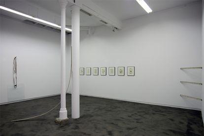 Instalación de Mauro Cerqueira y Julia Spínola, en la galería Heinrich Ehrhartd.