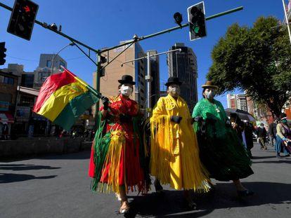 Manifestación en Bolivia contra la eliminación del Ministerio de Cultura para convertirlo en dependencia del de Educación, en medio de la crisis de la covid-19