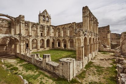 Panorámica del monasterio de Santa María de Rioseco.