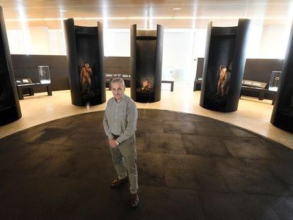 El paleoantropólogo José María Bermúdez de Castro en el Museo de la Evolución Humana, en Burgos, el pasado 16 de marzo.
