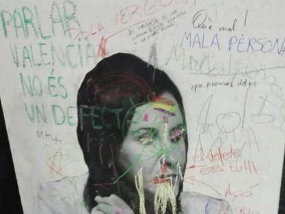 Imagen de la consejera de Educación, María José Català, llena de pintadas y lemas contra su gestión.