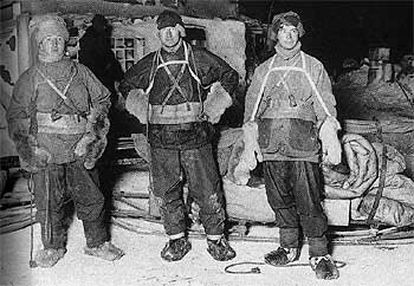 Birdie Bowers, Bill Wilson y Cherry, en 1911, a punto de viajar en busca de huevos de pingüino.