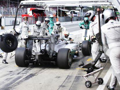 Lewis Hamilton, en un pit-stop del Gp de Italia.