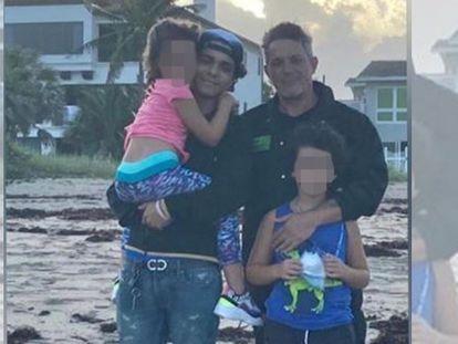 Alejandro Sanz junto a sus hijos, Alexander, Dylan y Alma. Foto de Instagram.