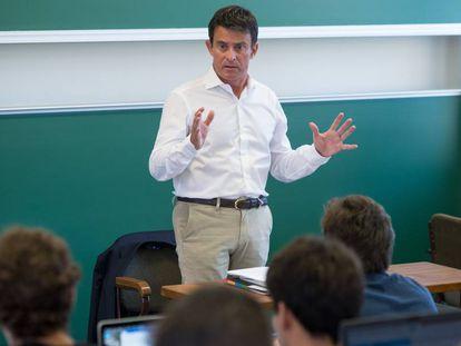 Manuel Valls, exprimer ministro francés, dando clase en Esade.