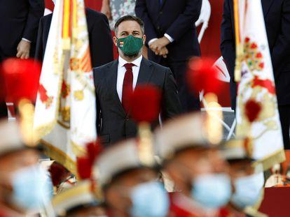 El líder de Vox Santiago Abascal, asiste al desfile militar del 12 de Octubre en el Paseo de la Castellana en Madrid durante el Día de la Fiesta Nacional.