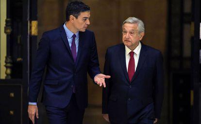Pedro Sánchez, presidente del Gobierno español, junto al mandatario mexicano, Andrés Manuel López Obrador.
