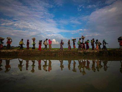 Refugiados rohingya cerca de Cox's Bazar (Bangladés).
