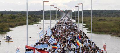Manifestación en contra de las papeleras, en 2010.