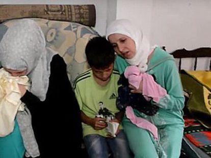 Se les acusa, junto a cinco marroquíes, de crear una banda criminal para traficar con personas