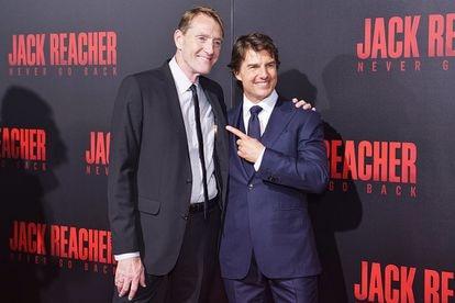 Lee Child con Tom Cruise en Luisiana en 2016,  en la presentación de la película 'Nunca mires atrás'. Es una de las dos en adaptaciones en las que el actor interpreta a Jack Reacher.