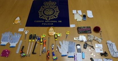 Objetos para cometer los atracos que la policía ha incautado a la banda de mujeres croatas.