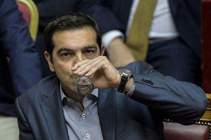 El primer ministro Tsipras en la sesión de esta madrugada.