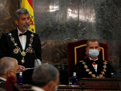 El presidente del CGPJ, Carlos Lesmes, y el rey Felipe VI, durante un acto el pasado septiembre.