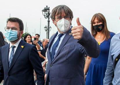 El ex presidente de la Generalitat, Carles Puigdemont, y el actual presidente, Pere Aragonès, este sábado en Alghero.