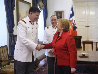 Bachelet saluda a Ricardo Martínez, nuevo comandante en jefe del Ejército de Chile.