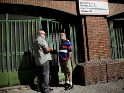 Los gais mayores ocultan su condición al entrar en las residencias para evitar ser marginados. Una fundación prepara el primer hogar LGTBI