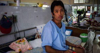 Pan, de 19 años, es uno de los enfermos de sida del templo de Phra Bat Nam Pu, en Tailandia.