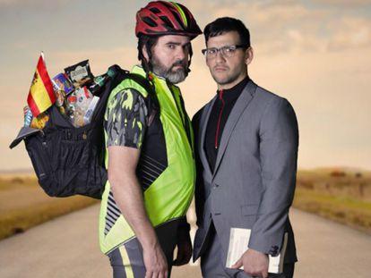 Fernando Soto (izquierda) y Fran Perea, en 'El ciclista utópico'.