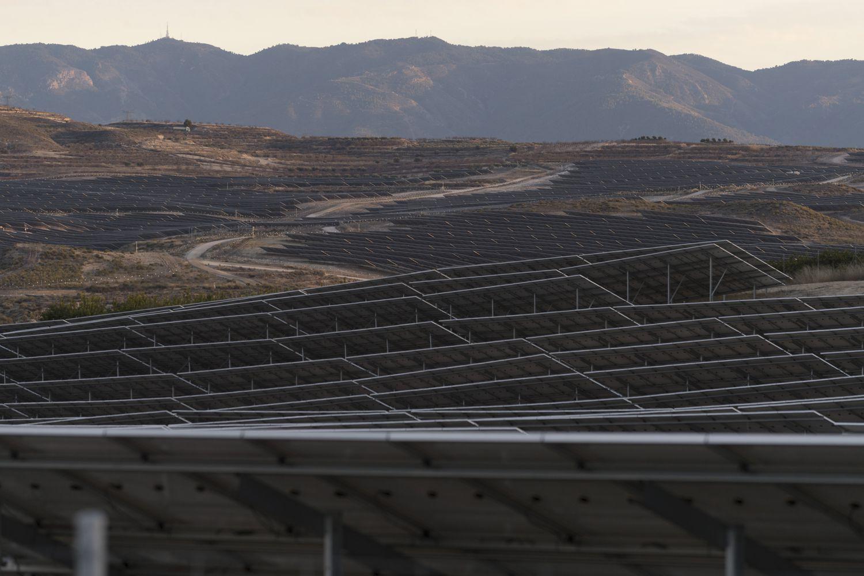 Paneles fotovoltaicos de la macrocentral de Mula, en Murcia.