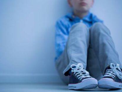 Un psicólogo y experto en educación infantil analiza el acoso contra estos menores, que también suele incluir castigos y burlas