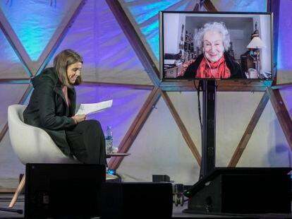 Margaret Atwood durante su participación, vía streaming, en la primera jornada de la Bienal del Pensamiento de Barcelona.