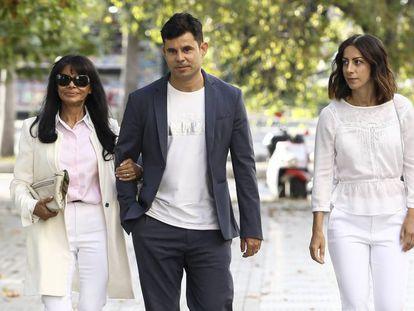 Javier Sánchez Santos llegando a los juzgados de Valencia.