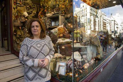Susana Eznarriaga, en la juguetería de su familia en la Gran Vía de Madrid