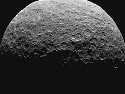 Ceres, el primero y mayor de los asteroides, fue ascendido recientemente a la categoría de planeta enano