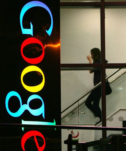 Una empleada de Google, en la sede de la compañía estadounidense en Dublín.